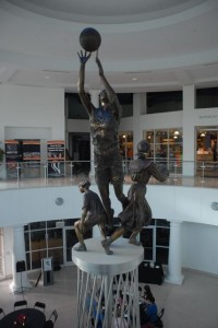 Statue in Foyer of Hall of Fame ©R. Basch 2011