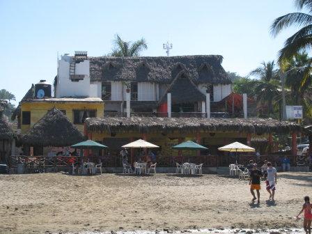 El Costeno Restaurant delivers food to the beach