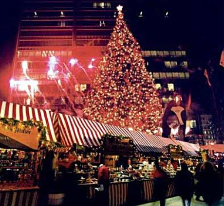 Holiday ights and shopping make Daley Plaza's Christmas tree and a Christkindlmarket a fun December destination